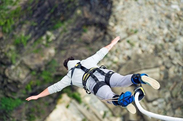 saut à l'élastique avant votre voyage en France